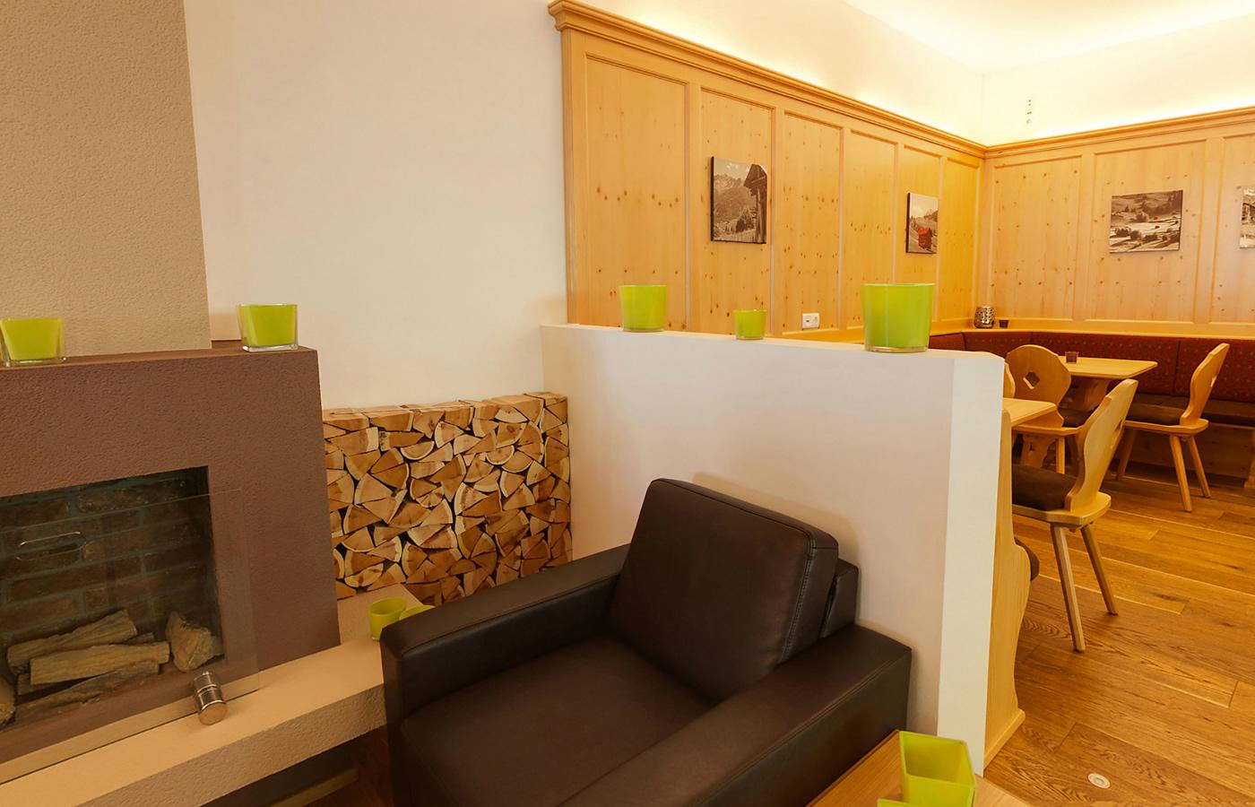 Hotel Natürlich in Fiss - Tiroler Stube für Familien Spieleabende! Spielplatz.