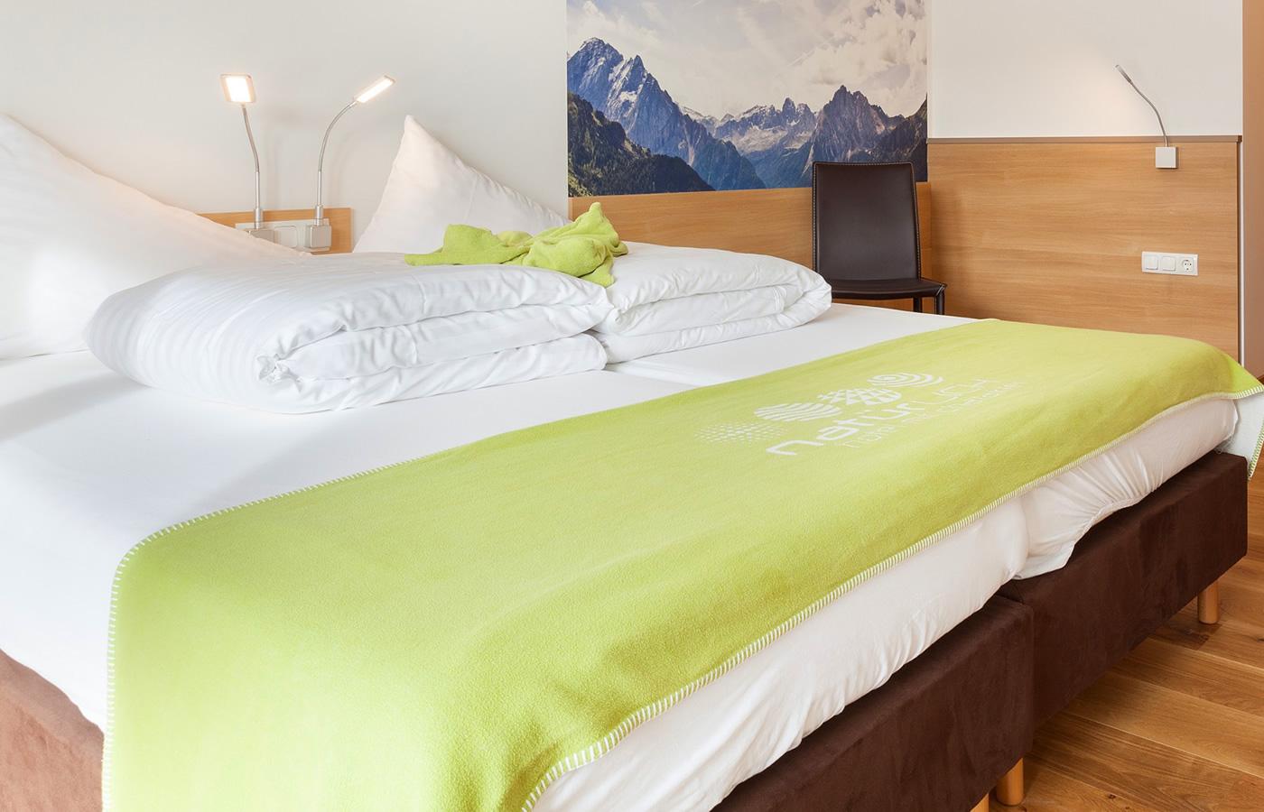 """Doppelzimmer """"Atempause"""" im Natürlich. Hotel in Fiss, Tirol"""