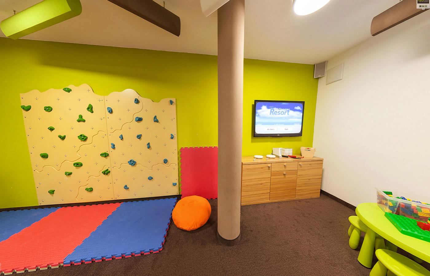 Zimmer zum spielen für Familien mit Kinder. Familienzimmer in Fiss, Tirol.