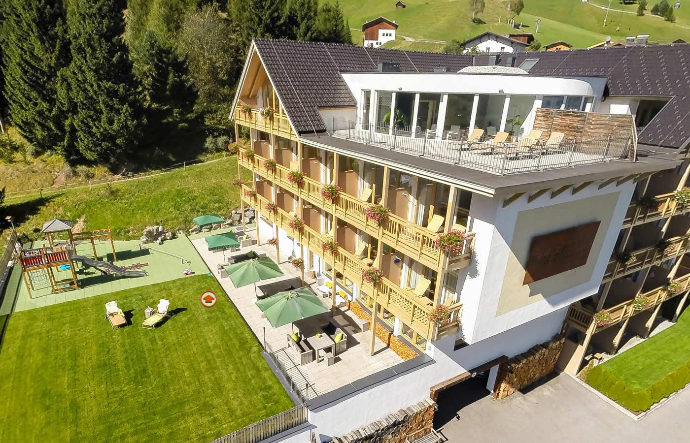 Spielplatz für Kinder und Familien. Hotel Natürlich - Tirol.